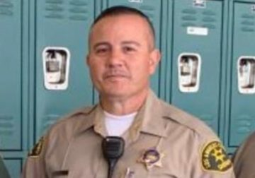 A deputy changed into fatally shot as he waited at a fast-food restaurant